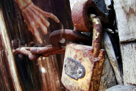 Latch Lock & Chain